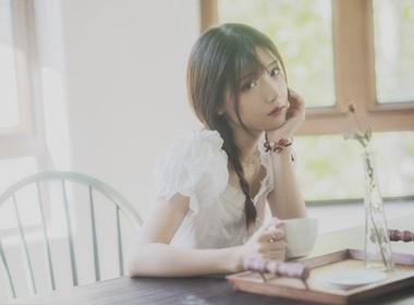 盛夏的恬淡,大抵就是慵懒地喝一杯水,再写一封信